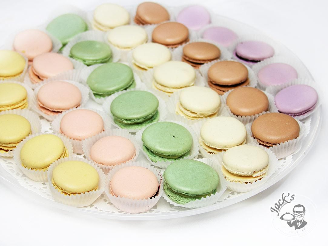 "Assorted French pastries ""Macarons"" 18/35/70 pcs"