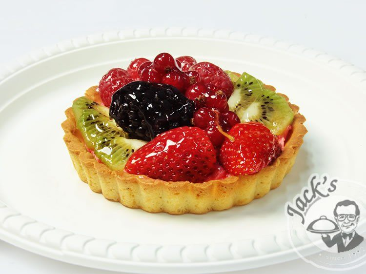 Mini tart with BlackBerry and currants