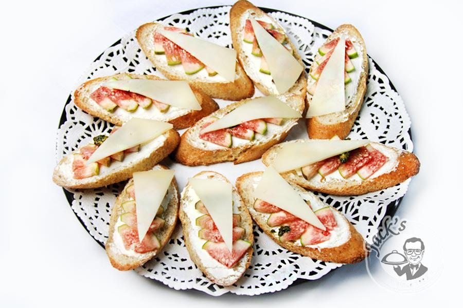 Crostini with figs «Ravenna» 10/18 pcs.